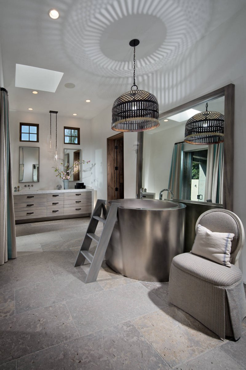 luxury bathroom soaking tub