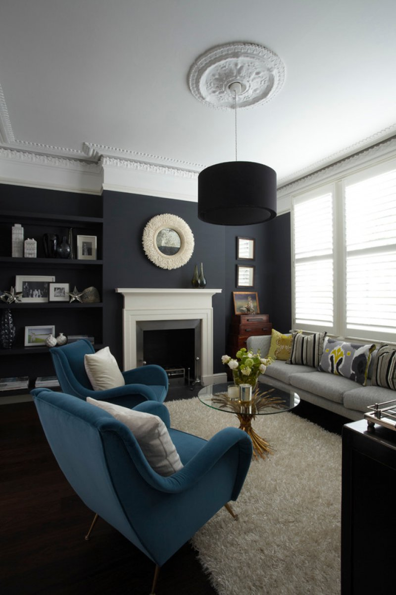 midcentury living room with ceiling medallion