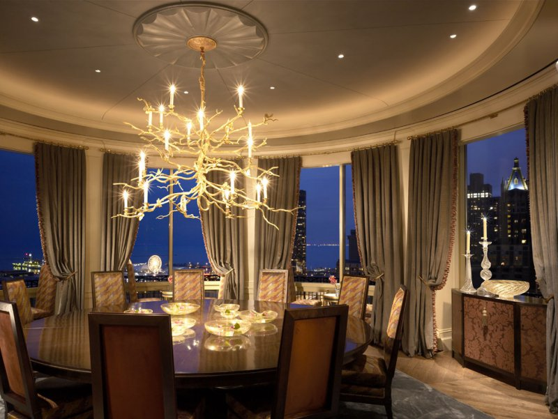 penthouse dining room with ceiling medallion