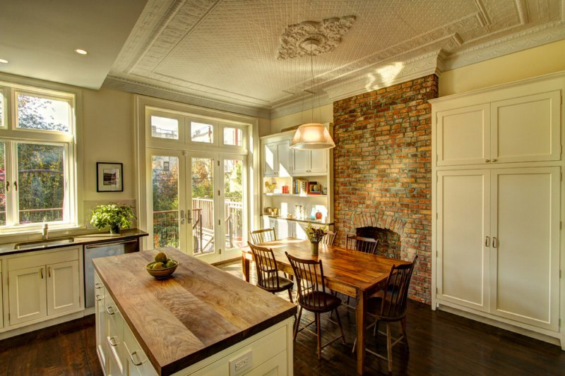 rustic kitchen with ceiling medallion