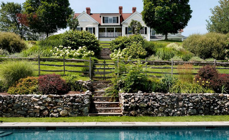 10 fence ideas and designs for your backyard for Home design garden fencing