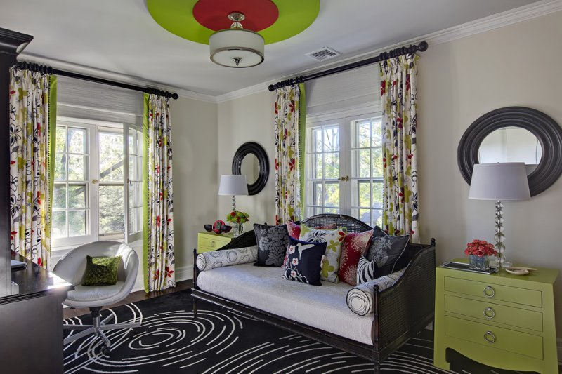 teen bedroom with ceiling medallion