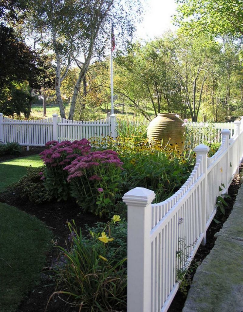 Fencing ideas for front yards - White Picket Fence Front Yard