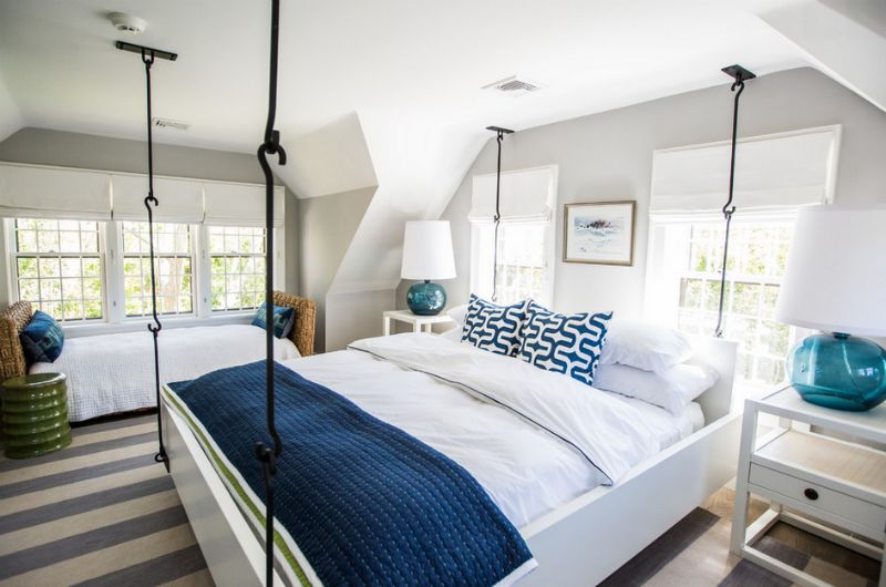 15 hanging beds found swinging on the porch and inside for Hanging bed construction